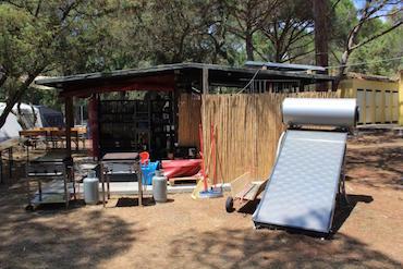 Alternative Energien kommen im Camp - hier in der Küche - zum Einsatz.