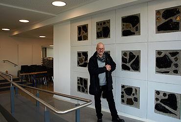 Pfarrer Thorsten Schmitt freut sich über die barrierefreie Gestaltung und die künstlerische Note der neuen Räumlichkeiten