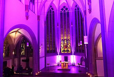 In der Farbe der Passionszeit: die Antoniterkirche auf der Kölner Schildergasse