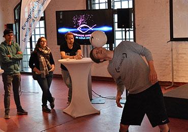 Fußball-Freestyler Dominik Kaiser zeigte einige seiner Tricks mit dem Ball.