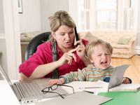 Nicht nur für Alleinerziehende bleibt es eine Herausforderung, Kind und Job unter einen Hut zu kriegen.