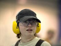 Kein Technik-Lehrgang im Jugendwerk ohne Schutzkleidung (taugt nach Feierabend auch zum Tontaubenschießen).