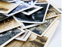 """Menschen mit Demenz öffnen oft alte Fotos vergessene """"Türen"""" der Erinnerung an gute Zeiten..."""