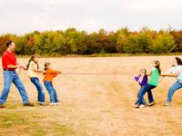Spiel der Kräfte oder Zerreißprobe? In der Familie will das Ziehen an einem Strang gelernt werden - und dann geübt!