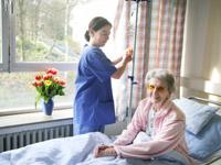Für alle - Pflegepersonal, Ärzte und Patienten - sind die Krankenhauspfarrerin oder ihre Kollegen stets ansprechbar.